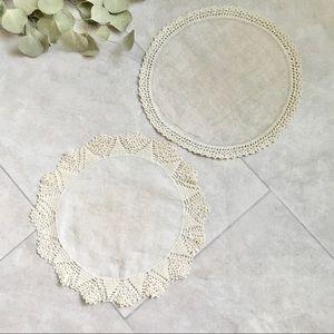 ** $3 SALE ** Vintage Linen Round Doilies